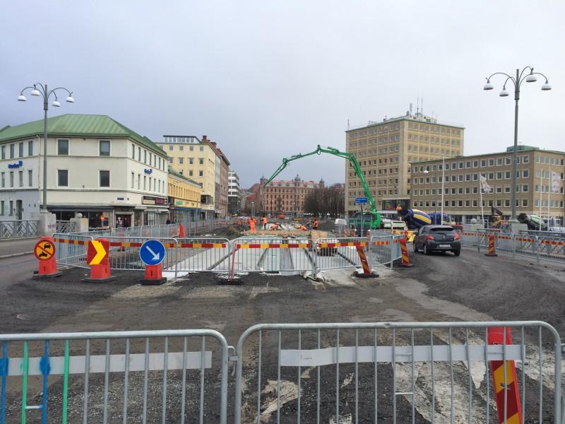 Även på Pusterviksbron har det dykt upp fundament till rälsen sedan sist.